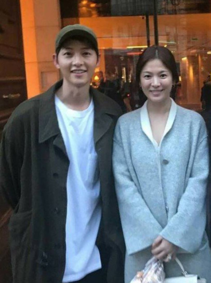 Photos of Song Hye Kyo & Song Joong Ki's Trip To Paris Are Too Cute To Miss!