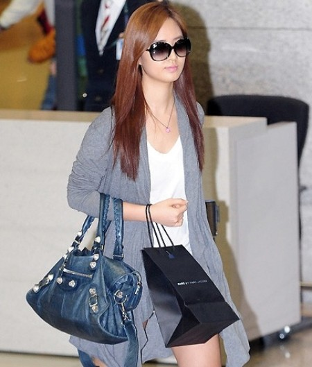 Girls 39 Generation Yuri 39 S Airport Fashion And Casual Style Photos Kpopstarz