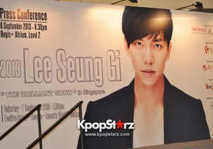 Multi-talented Lee Seung Gi Charms The Crowd With His Refined, Perfect Husband Image and Signature Smile In Singapore Open Press Conference [PHOTOS]