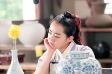 Production on the South Korean drama 'Goddess of Fire Jung Yi' had to be halted last week, after the show's star Moon Geun Young was injured by falling film equipment Wednesday, at the height of the Chuseok holiday season.