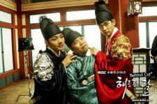 'The Moon that Embraces the Sun' NG King: