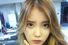 IU's Gone Blonde! New Long, Wavy Hairstyle and Expressionless Face Are Sexy