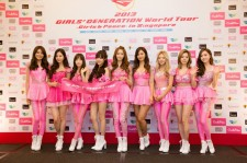Girls' Generation Exudes Charisma At 2013 GIRLS' GENERATION World Tour - Girls & Peace - in Singapore Press Conference [PHOTOS]