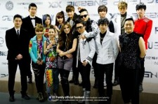 Fans rally for YG Family at the MAMA Awards 2013. (Facebook)
