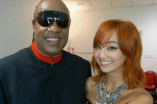 Hyolyn of the K-pop girl group Sistar opened up about her experience of performing with the music legend Stevie Wonder (left) on Tuesday.