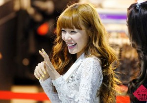 Beautiful Tiffany at J.estina Fan Singing Event [PHOTOS]