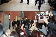 JYJ Jaejoong Greeted by 300 Fans at the Airport for Osaka Concert