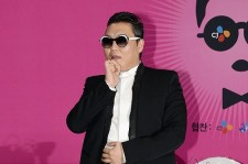 psy-attends-a-press-conference-before-happening-concert-to-introduce-his-new-single-gentleman-at-seoul-world-cup-stadium-on-april-13.jpg