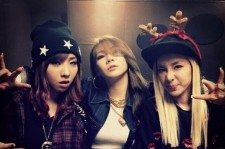 2ne1 dara minzi cl charismatic christmas picture