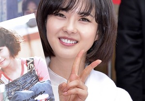 'Respond 1994' Go Ara, Holding a Fan Autograph Event In Myeongdong - Jan 7, 2014 [PHOTOS]
