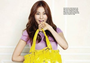 After School's Uee Photo in 'Singles' April Issue Endorsing Samantha Thavasa Handbags