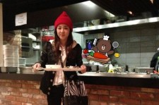 2ne1 dara at yg cafeteria