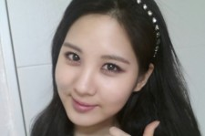 seohyun thumbs up self-camera