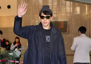 Rain at Gimpo Airport Departure to Japan for Fanmeeting - Feb 7, 2014 [PHOTOS]