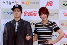 SISTAR's Soyou and Mad Clown Attend The 3rd Gaon Chart KPOP Awards - Feb 12, 2014 [PHOTOS]