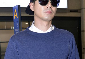 Jo In Sung Leaves Korea for Fan Meeting in China - Feb 17, 2014 [PHOTOS]