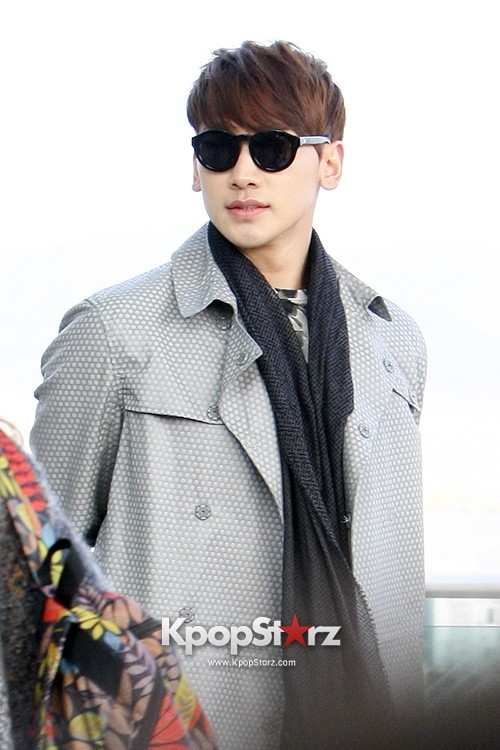 Rain at Incheon International Airport for Running Man in Australia - Feb 22, 2014 [PHOTOS]key=>12 count23