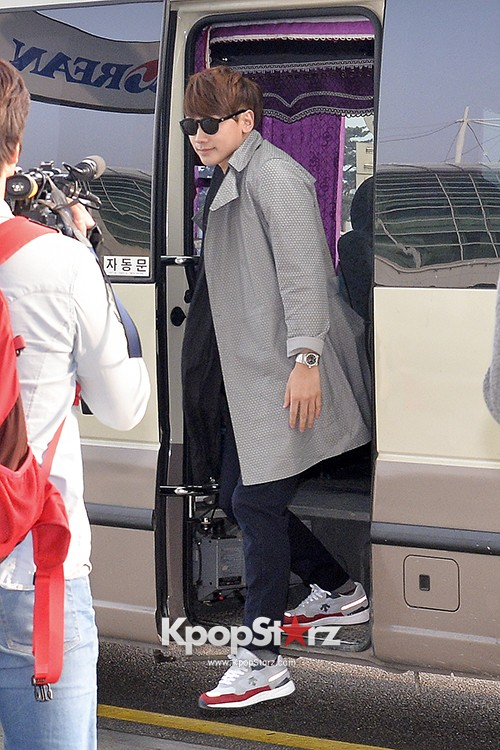 Rain at Incheon International Airport for Running Man in Australia - Feb 22, 2014 [PHOTOS]key=>19 count23