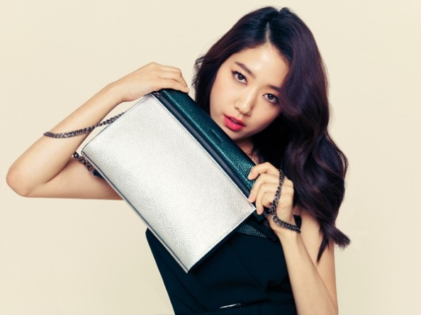 Park Shin Hye Models Bruno Magli's 2014 S/S Disney Purse Collectionkey=>0 count6