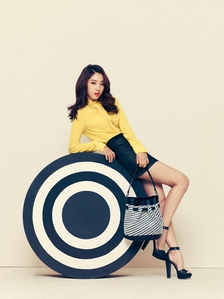 Park Shin Hye Models Bruno Magli's 2014 S/S Disney Purse Collectionkey=>3 count6