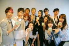 sunmi celebrates 1st place with jyp artists