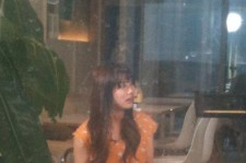 miss A's Suzy Shows Off Innocent Beauty at Cafe