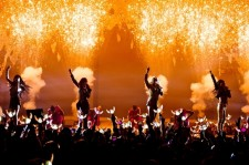 "2NE1 Releases Live Video of ""CRUSH"""