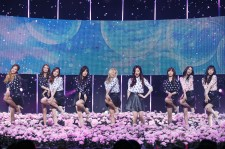 Girls' Generation perform 'Wait A Minute + Mr.Mr.' on Mnet's
