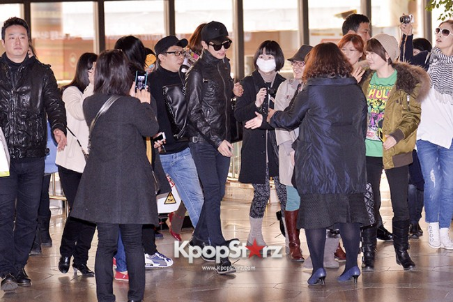 Park Si Hoo at Gimpo Airport Heading to Xinjiang, China for the Spring International Auto Showkey=>1 count14
