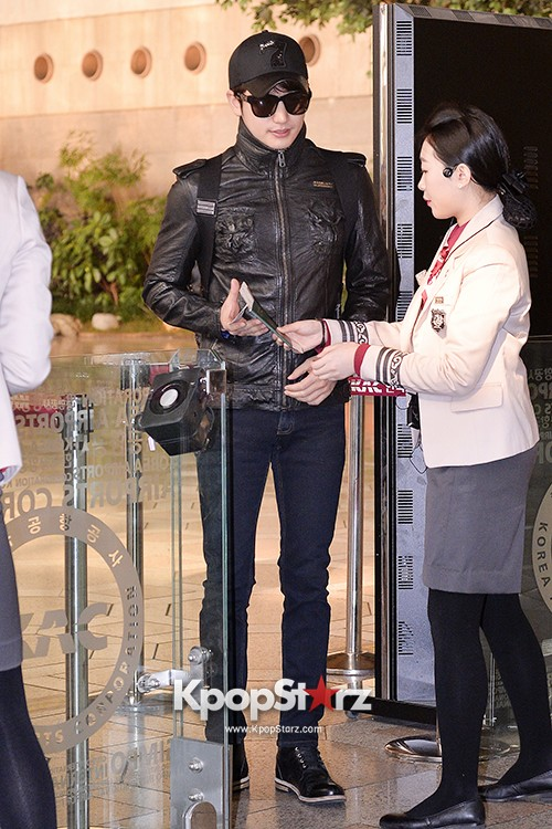 Park Si Hoo at Gimpo Airport Heading to Xinjiang, China for the Spring International Auto Showkey=>3 count14