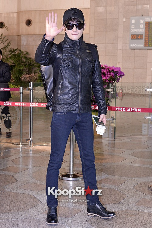 Park Si Hoo at Gimpo Airport Heading to Xinjiang, China for the Spring International Auto Showkey=>5 count14