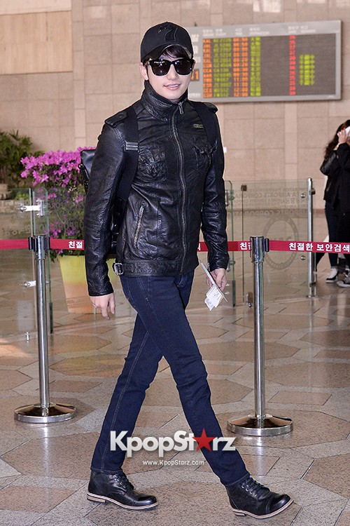Park Si Hoo at Gimpo Airport Heading to Xinjiang, China for the Spring International Auto Showkey=>6 count14