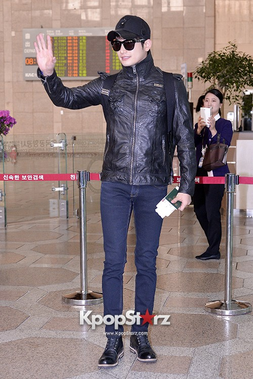 Park Si Hoo at Gimpo Airport Heading to Xinjiang, China for the Spring International Auto Showkey=>8 count14