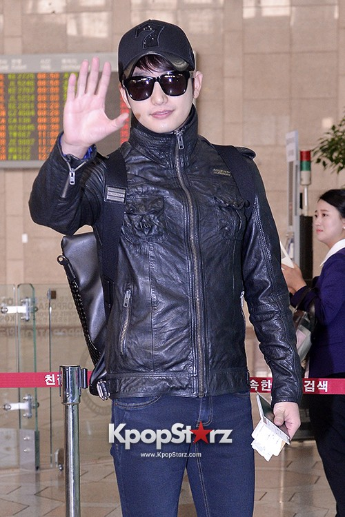 Park Si Hoo at Gimpo Airport Heading to Xinjiang, China for the Spring International Auto Showkey=>0 count14