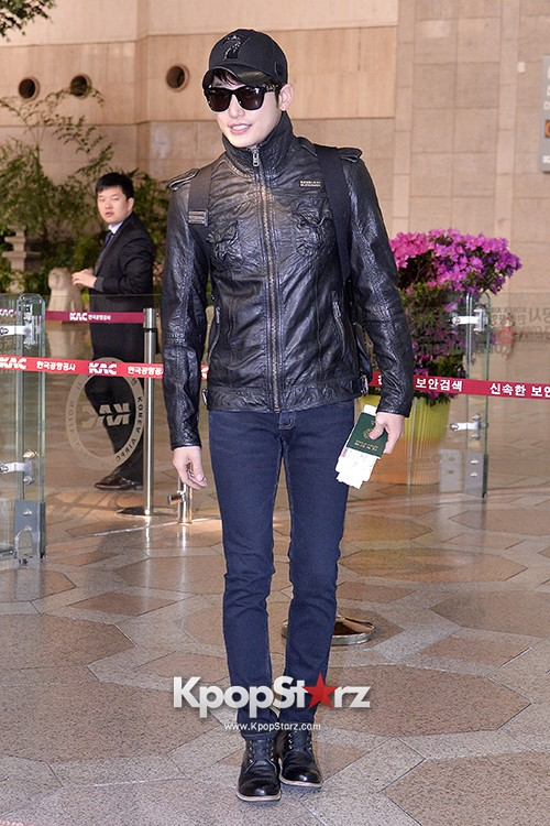 Park Si Hoo at Gimpo Airport Heading to Xinjiang, China for the Spring International Auto Showkey=>9 count14