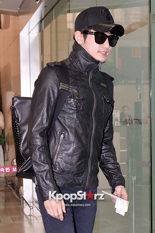 Park Si Hoo at Gimpo Airport Heading to Xinjiang, China for the Spring International Auto Showkey=>10 count14