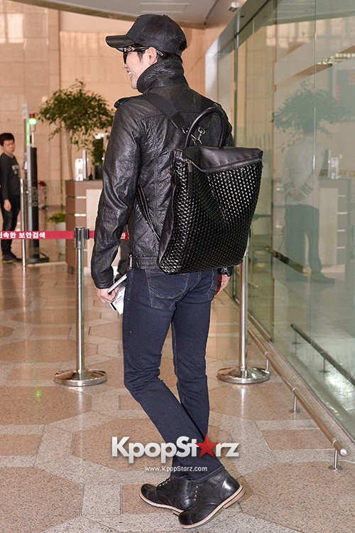 Park Si Hoo at Gimpo Airport Heading to Xinjiang, China for the Spring International Auto Showkey=>11 count14
