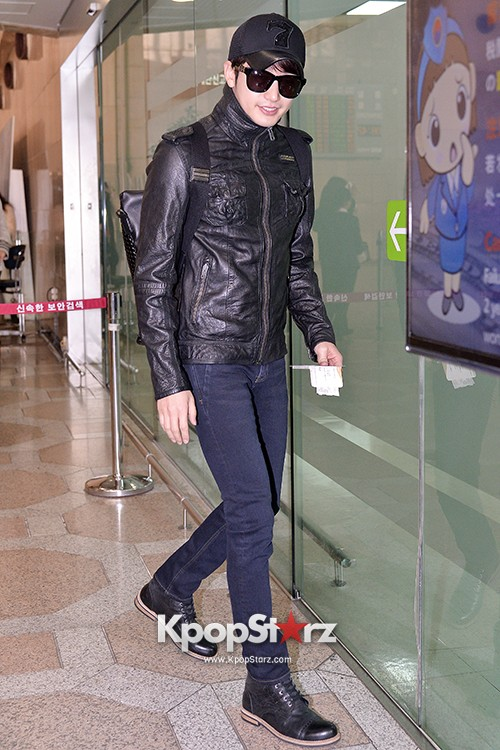 Park Si Hoo at Gimpo Airport Heading to Xinjiang, China for the Spring International Auto Showkey=>13 count14