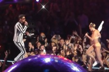 Miley Cyrus VMAS performance 2013