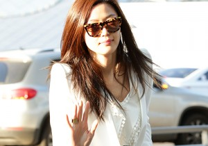 Jun Ji Hyun at Incheon Airport Heading to Shanghai to Attend Hanhoo Promotional Event