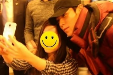 T.O.P poses for photo with Dankook Universiy student
