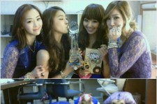 SISTAR Posted a Photo Group Bow in Celebration of 1st Win
