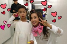 2ne1 dara picture with haru