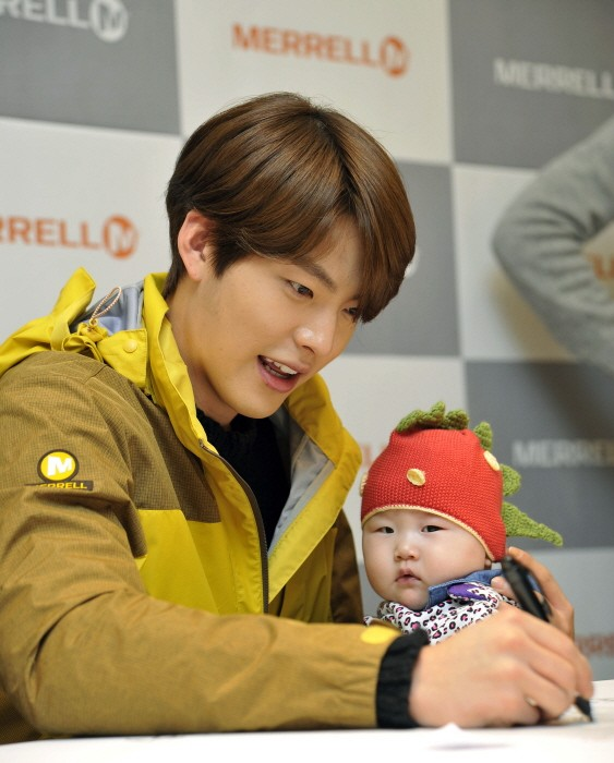 Kim Woo Bin Attends MERRELL Fan Sign Event key=>0 count9