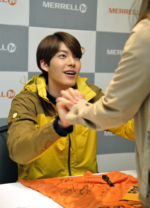 Kim Woo Bin Attends MERRELL Fan Sign Event key=>4 count9