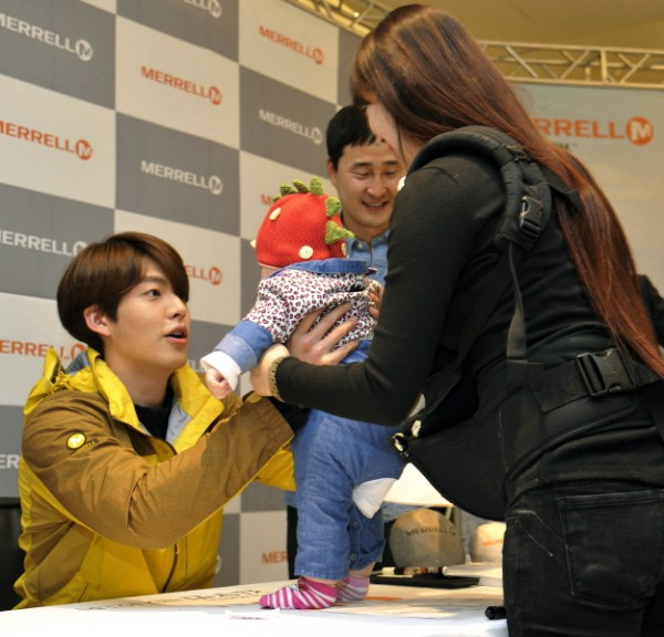 Kim Woo Bin Attends MERRELL Fan Sign Event key=>7 count9