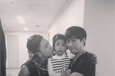 taeyang picture with haru