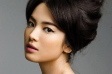 Song Hye Kyo and UAA Actors Deliver Relief Goods to Sewol Scene