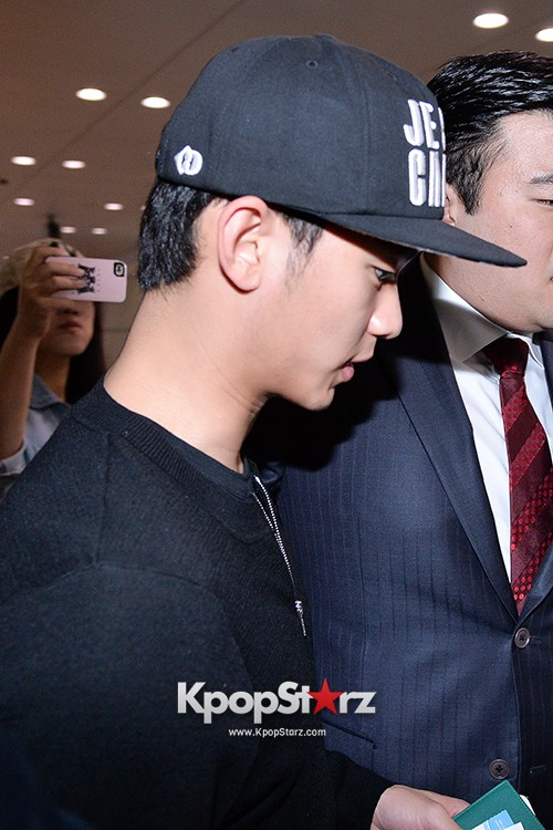 Kim Soo Hyun Arrived at Incheon Airport from Singapore - April 28, 2014 [PHOTOS]key=>6 count10