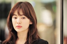 "Song Hye Kyo Goes to Cannes Film Festival with ""The Crossing"""